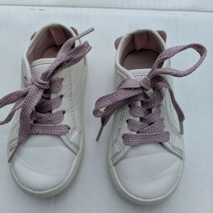 CARTER'S GIRLS' SIZE 8  WHITE SNEAKERS W\ KITTY